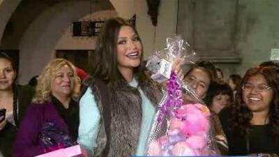 Ana recibió muchos regalos para su bebé en Los Angeles