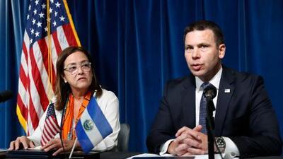 El Salvador llega a un acuerdo con el gobierno de Trump para recibir a solicitantes de asilo