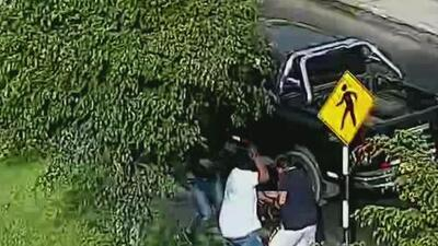A punta de pistola, tres sujetos asaltaron a un conductor y le robaron su camioneta en Perú