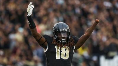 Jugador sin mano buscará hacer historia en la NFL
