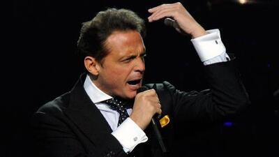 Acusan a Luis Miguel de golpear con un micrófono a su sonidista en pleno concierto en Panamá