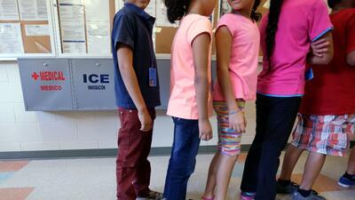 Republicanos en control de daños: apoyarán una ley para impedir separación de familias en la frontera