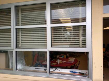 """""""Es un desastre"""", dijo el portavoz del Distrito Escolar Unificado de Oakland. """"Quien quiera que hizo esto destruyó un montón de cosas e hizo mucho daño"""", añadió. <br>"""