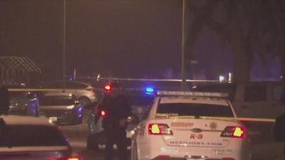 Balacera cerca a una vivienda de Houston deja un muerto, un herido y un auto chocado
