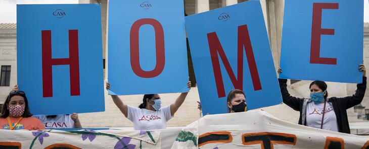Juez federal ordena la restauración total de DACA y permitir las nuevas solicitudes por primera vez desde 2017