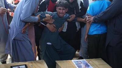 Gobierno afgano promete destruir todos los refugios del grupo Estado Islámico tras brutal ataque a una boda