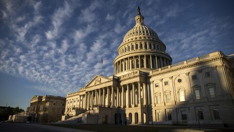 Senado de EEUU aplaza las sesiones, prolongando el cierre de gobierno