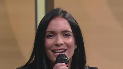 Diana Fuentes le cantó ''Le cambió la vida'' a Diego Maradona