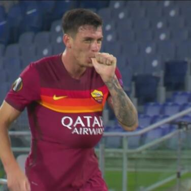 ¡La Loba vuelve a aullar! Cabezazo de Roger Ibáñez para 2-0 de Roma