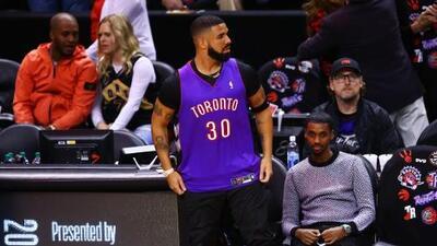 ¡Legal! Drake le da la vuelta al aviso de conducta para aficionados y trollea a Curry