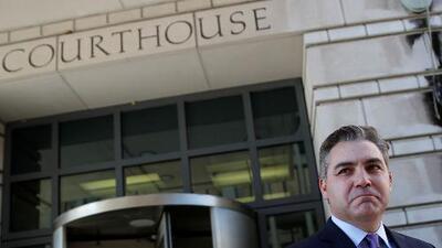 Juez federal ordena devolverle la credencial al periodista de CNN para entrar a la Casa Blanca