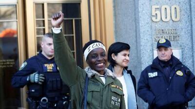 Activista que escaló la Estatua de la Libertad es sentenciada a libertad condicional y trabajo comunitario