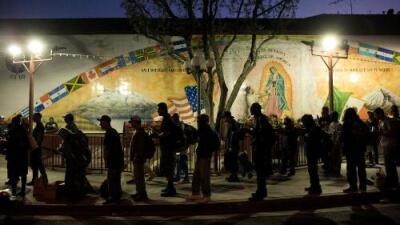 """""""Eran prisioneros"""": la iglesia que reclutaba a indigentes para forzarlos a pedir limosna y robarles su dinero"""