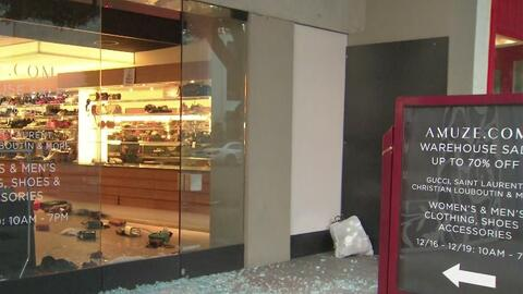 Como de película: 10 sospechosos enmascarados roban una boutique en 30 segundos