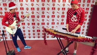 Rosicky, Szczesny y Podolski dejan el fútbol por la música