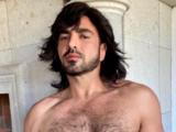 Ariel Miramontes 'Albertano' presume su figura en ropa interior desde una bañera