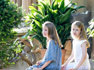 Mira cómo han crecido: la princesa Leonor y la infanta Sofía roban cámara en sus vacaciones de verano