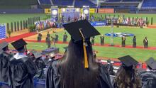Estudiantes del Miami Dade College se gradúan este año en el estadio de los Marlins