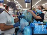 """""""Tenemos que vacunarnos"""": los CDC hacen un llamado para que trabajadores esenciales en Arizona se inmunicen"""