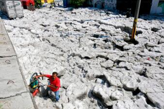 📷 Una tormenta de granizo cubre las calles de Guadalajara en México