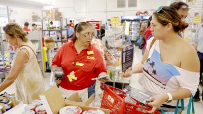 En fotos: Hawaii se prepara para el impacto del poderoso huracán Lane