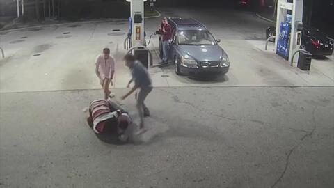 Intentan robar en una estación de gasolina pero huyen al ver la reacción de sus víctimas