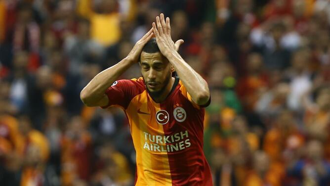 Galatasaray echa a un futbolista por quejarse del césped