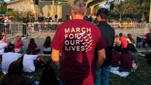 """""""Si uno olvida, nada va a cambiar"""": comunidad se une para recordar a las víctimas del tiroteo en Parkland"""