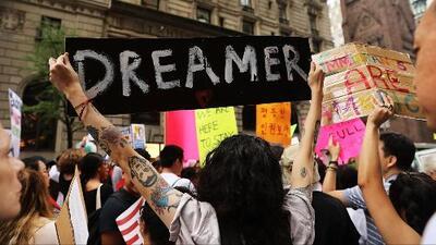 Juez federal de Nueva York acepta revisar demanda que pide que no se elimine DACA