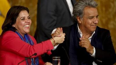 Ecuatorianos votan a favor de eliminar reelección indefinida, un golpe al expresidente Rafael Correa