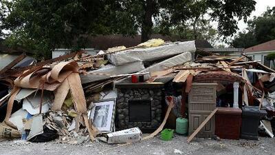¿Cuál es el estado actual de las viviendas inundadas durante el paso del huracán Harvey en Texas?