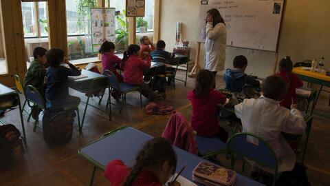 Aprueban ley para que maestros acusados de abuso sexual no sean trasladados a otras escuelas