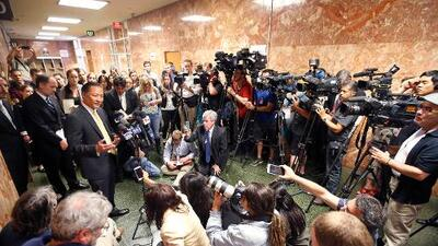 Allanan la casa de un periodista que se niega a revelar la fuente de un reporte sobre una investigación penal