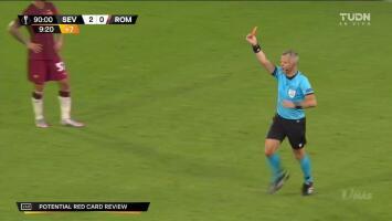 ¡Expulsión! El árbitro saca la roja directa a Gianluca Mancini