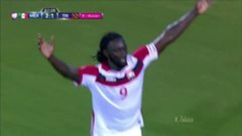 Goooolll!! Kenwyne Jones mete el balón y marca para Trinidad