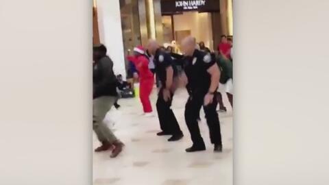 Policías sorprenden a compradores en un centro comercial y otras tendencias en la red
