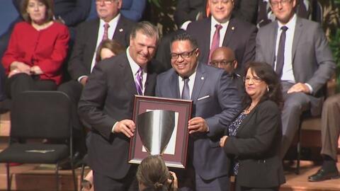 El alcalde Mike Rawlings ratifica su oposición a la ley SB4 en la inauguración del nuevo concejo de Dallas