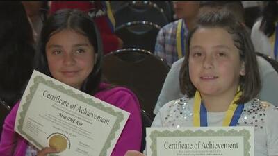 Más de 1,000 estudiantes en Richmond reciben un diploma por haber logrado el dominio completo del inglés