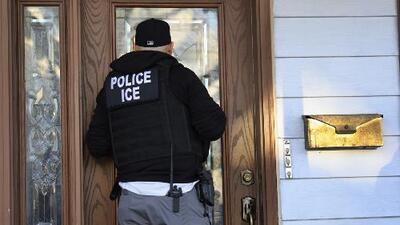 """""""Si tienen orden final de deportación busquen ahora un abogado"""": angustia por los operativos de ICE contra indocumentados"""