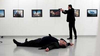 Reflexión sobre el asesinato del embajador ruso en Turquía: El terrorismo como obra de arte y la responsabilidad de los medios