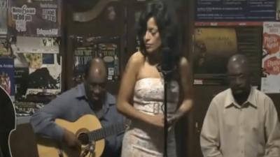 """""""El amor es la fuerza más grande que me hace cantar"""": Sara Van, intérprete peruana, nos cuenta sobre su vida y su música"""