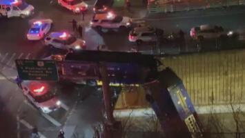 Ocho personas resultan heridas al caer un autobús de la MTA al vacío en El Bronx