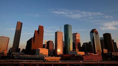 El calor se queda en Houston para la noche de este miércoles con cielos parcialmente nublados
