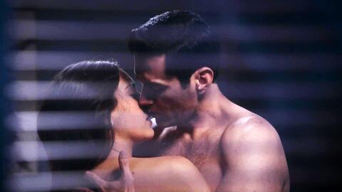 'Por amar sin ley' - Alejandra y Ricardo vivieron una nueva noche de pasión - Escena del día