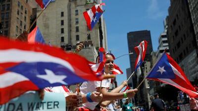 """""""Nadie nos va a vencer"""": entre música, algo de política y protesta se realizó el tradicional desfile Nacional Puertorriqueño"""