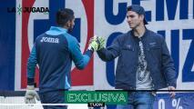 "¿Corona o Jurado? Juan Reynoso ve una ""portería peleada"" en Cruz Azul"