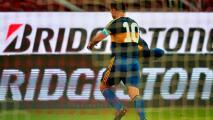 Carlitos Tévez dedica gol del triunfo a Diego Maradona