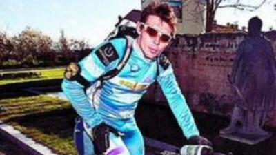 Ciclista sudafricano corre mil kilómetros en España para dar juguetes a niños