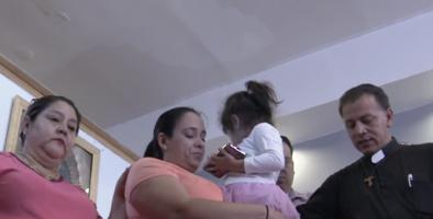 """""""No sé por qué están separando familias así"""": mujer en huelga de hambre por la posible deportación de su esposo"""