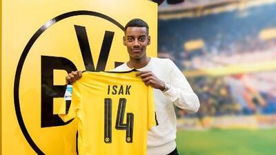 El 'nuevo Zlatan', Alexander Isak, firma con el Borussia Dortmund rechazando al Real Madrid